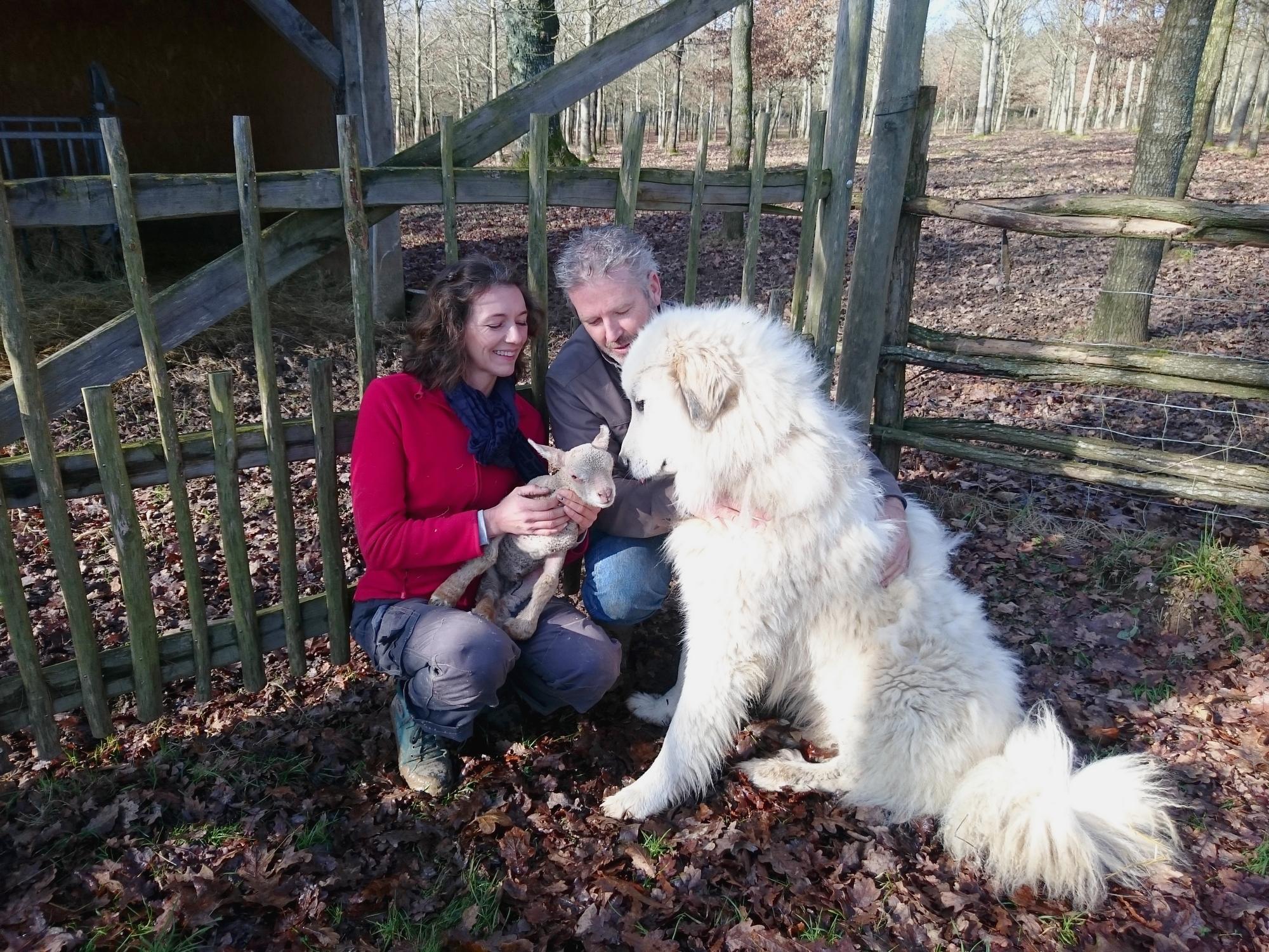 Angéla et Philippe dans leur ferme