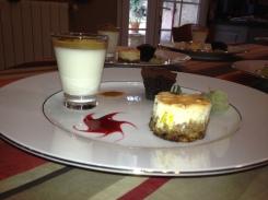 Petits gâteaux et verrine de fromage blanc