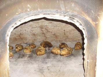 Cuisson des pains dans le four traditionnel