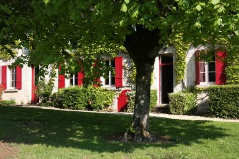 La Reculée, la maison aux volets rouges
