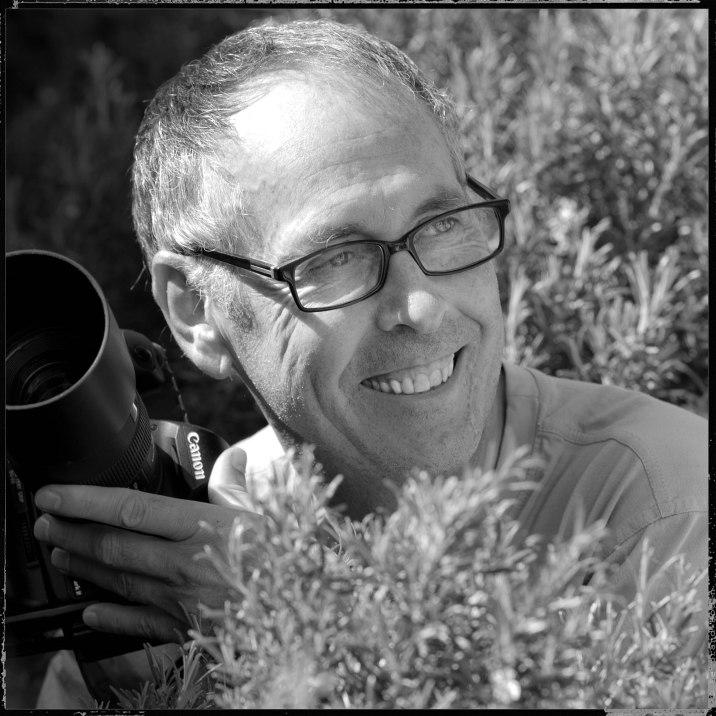 Portrait de Bertrand avec son appareil photo