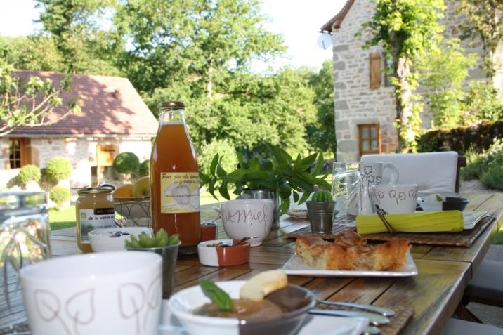 Un petit-déjeuner avec des produits bio et locaux par Fabienne