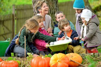 Les enfants adorent aller à la rencontre des animaux du Masbareau