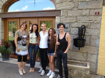 Isabelle avec Miss France 2012 et les artistes Simon Heulle, Jessica Herrero et Virgile Carlsson