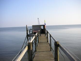 Une initiation à la pêche au carrelet est proposée pour les hôtes