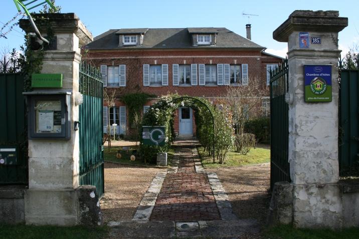La maison arbore un style du début du 19 ème siècle