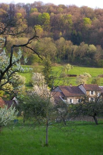 La Bottée au pied des Côtes de Meuse au printemps