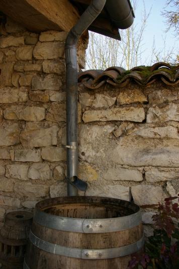 Un tonneau pour la précieuse eau de pluie