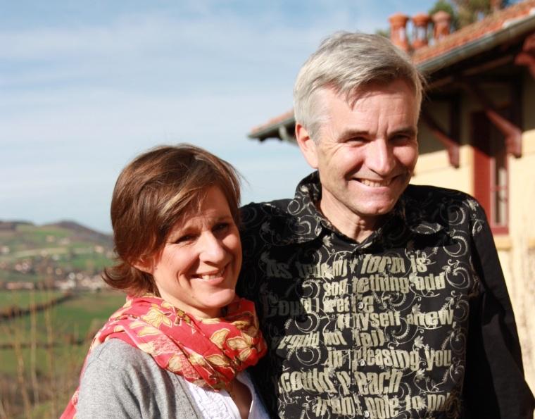 Nathalie et Philippe, propriétaires d'une maison d'hôtes et d'un gîte rural dans le Rhône