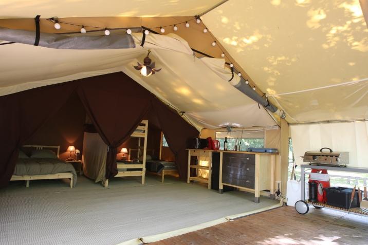 Intérieur d'une tente lodge