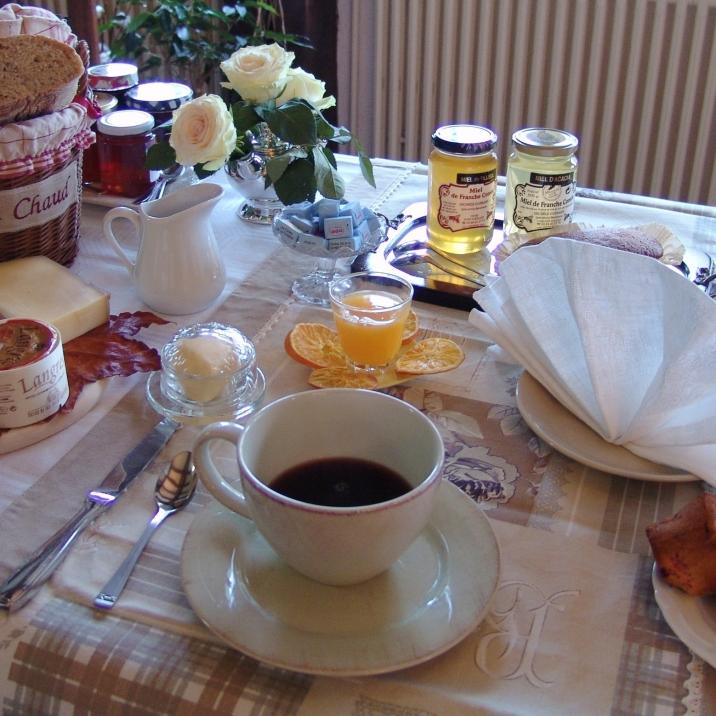 Premier repas de la journée, instant de convivialité
