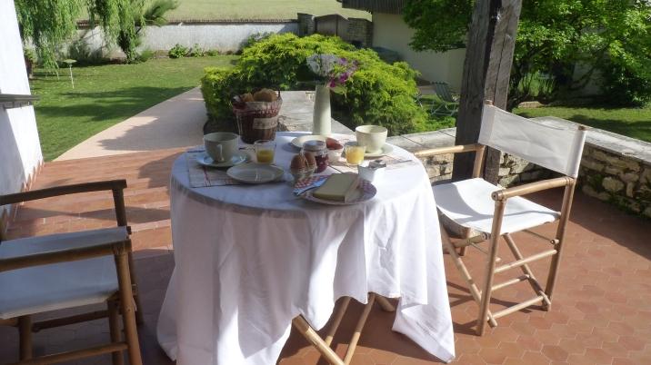 Le petit déjeuner sur la terrasse
