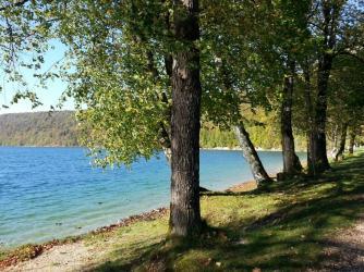 Le lac de Chalain situé à 30 minutes de Poligny
