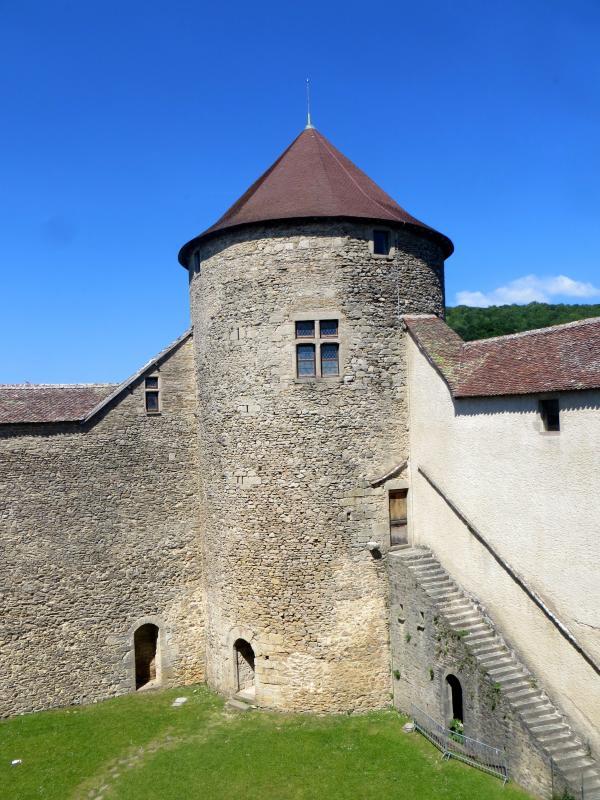 Une tour du château des Allymes
