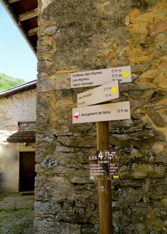 De nombreux chemins de randonnée sont accessibles à proximité des gîtes