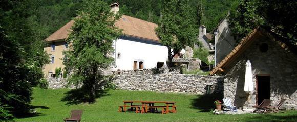 """Un gîte """"artistique"""" à Aspres-les-Corps (Hautes Alpes)"""