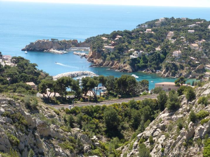 La ligne de chemin de fer desservant Marseille et toute la côte bleue