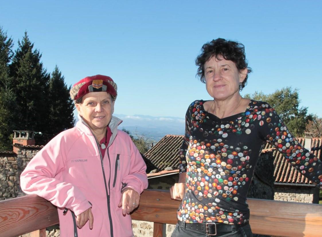 Sophie et Ariane, propriétaires d'un gîte de groupe dans le Puy-de-Dôme