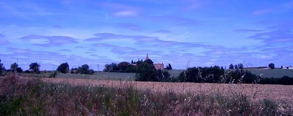 Une chapelle au loin dans le Tarn