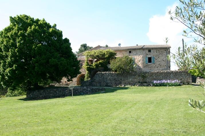 La maison d'hôtes et son jardin, un véritable havre de paix