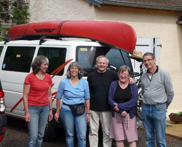 Rémy et Christiane avec des vacanciers, moment de partage et de convivialité