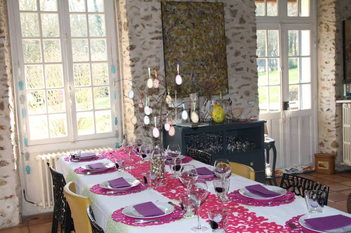 Décoration de la table d'hôtes à l'occasion de Pâques