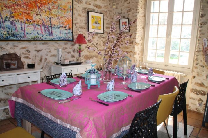 La salle à manger : petit-déjeuner et table d'hôtes sont servis ici