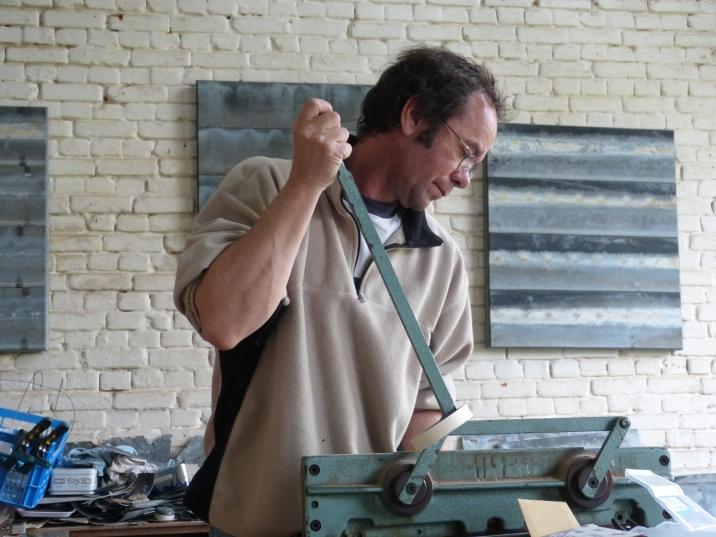 Pascal dans son atelier de sculpture