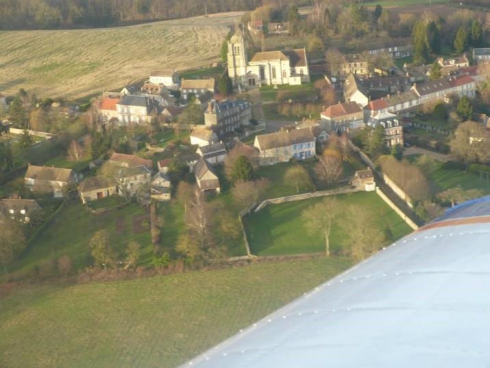 Vue aérienne du village Montjavoult