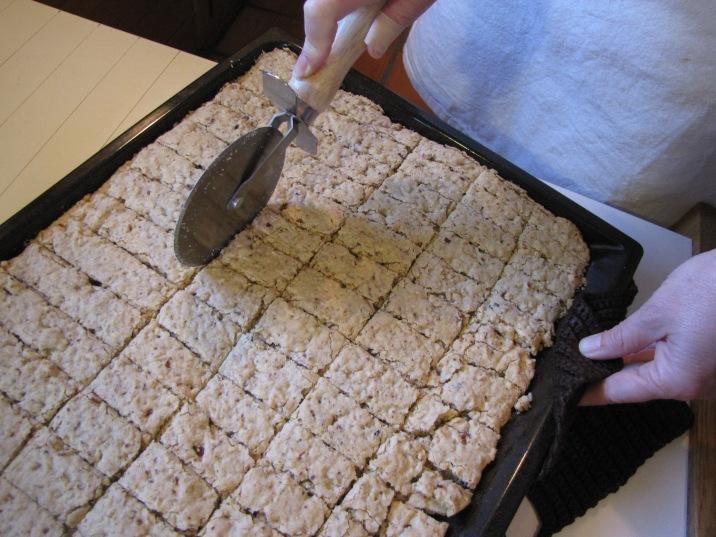 Coupez votre biscuit en morceaux de taille régulière