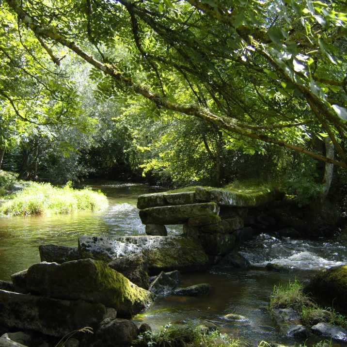 Les ruines des ponts romains de Craménil sur la rivière Rouvre