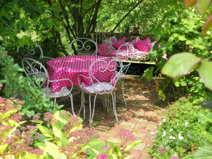 La terrasse des chambres d'hôtes Pivoine et Rose Trèmière
