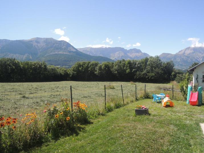 Le jardin dispose d'un panorama splendide sur les Alpes