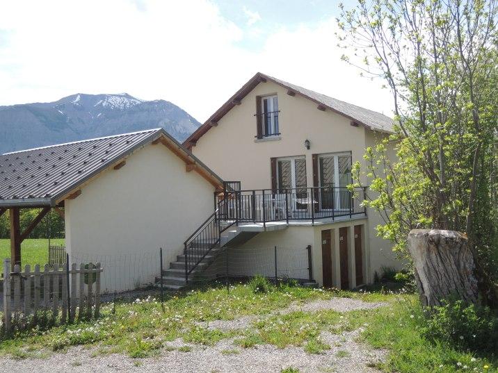 Valérie possède trois gîtes dans les Hautes-Alpes. Découvrez son univers !